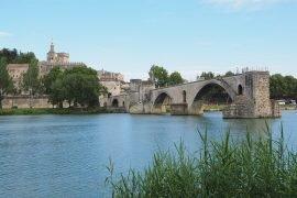 Etape pour un voyage à Avignon réussi